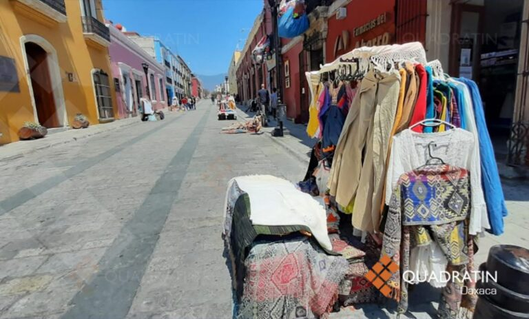 Historic Center of Oaxaca invaded with crafts from other states