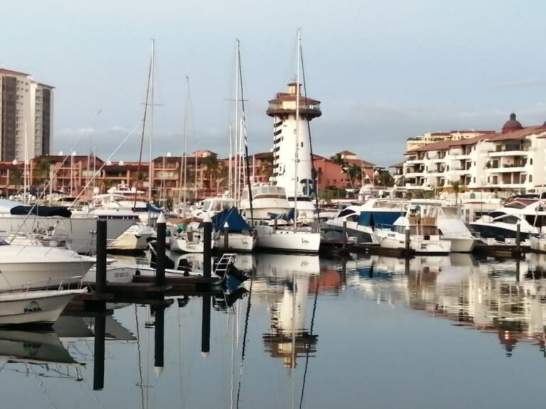 Citizens denounce pollution at Marina Vallarta Yacht Club