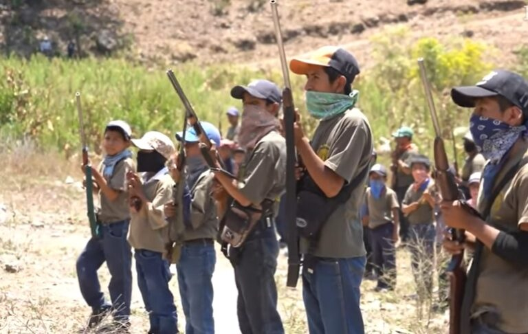 The child soldiers of Guerrero cry out against the narco armed and with shots to the air
